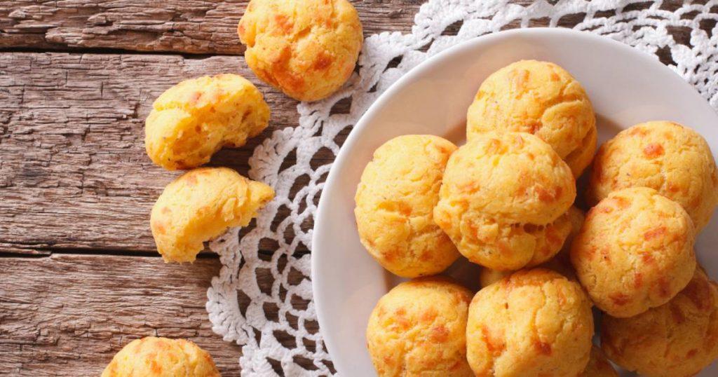 Gougères pão de queijo francês